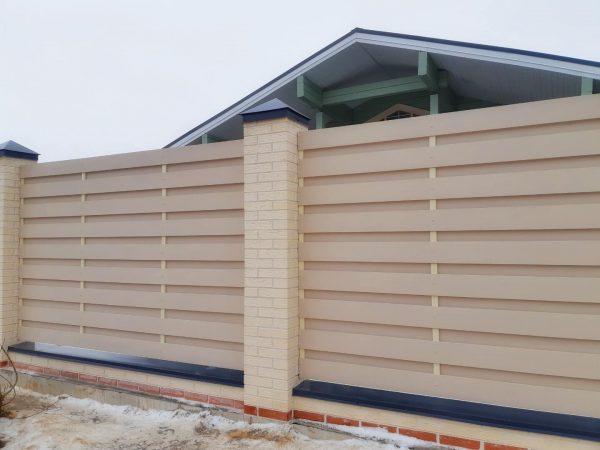 Забор из ДПК горизонтальный вентилируемый