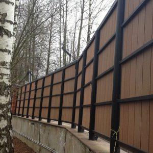 Надёжный забор из ДПК (сплошной вертикальный)