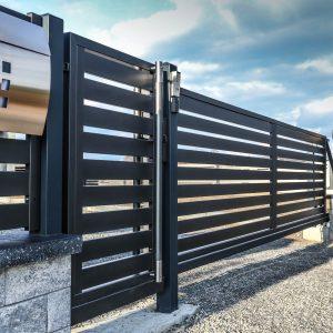 Установка забор из ДПК горизонтальный с зазором